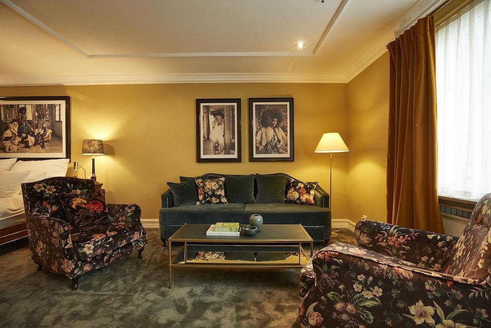 https://i.travelapi.com/hotels/1000000/20000/11400/11356/41c605b9_z.jpg