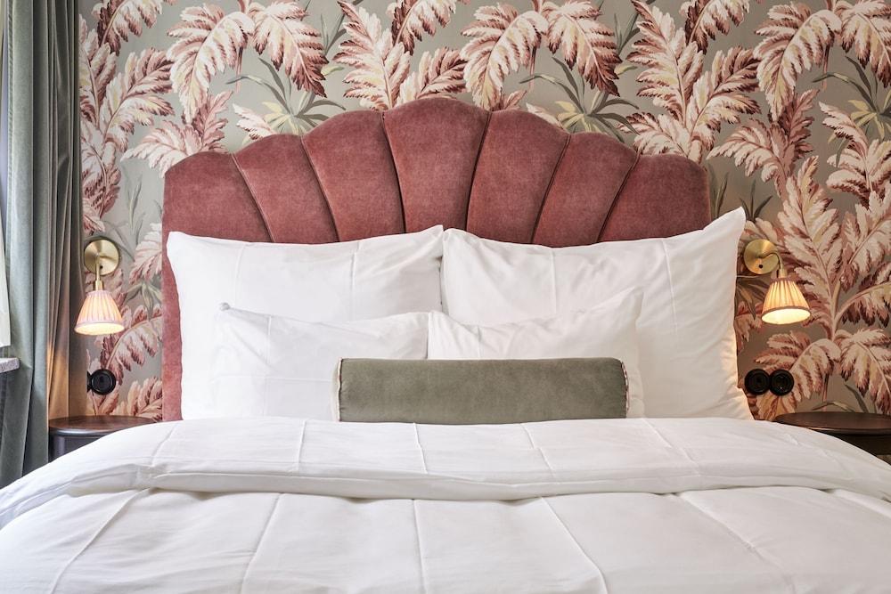 https://i.travelapi.com/hotels/1000000/20000/11400/11356/4862c34a_z.jpg