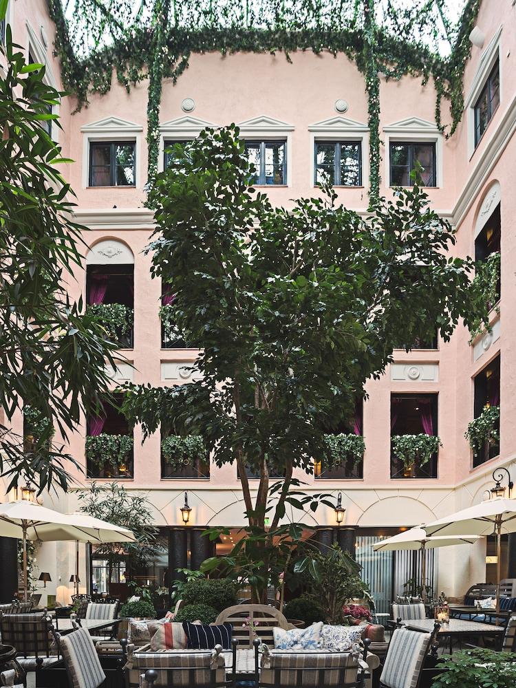 https://i.travelapi.com/hotels/1000000/20000/11400/11356/c8a455a4_z.jpg