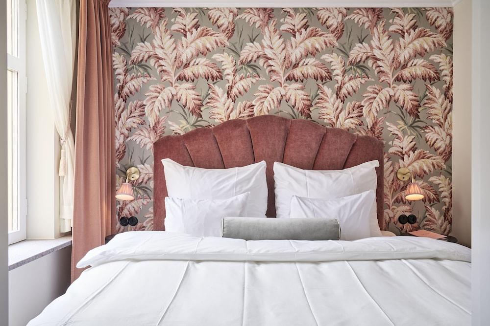 https://i.travelapi.com/hotels/1000000/20000/11400/11356/eb66985e_z.jpg