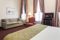 Standard Room, 1 King Bed, Non Smoking, Refrigerator & Microwave at Best Western Plus Independence Park Hotel in Philadelphia