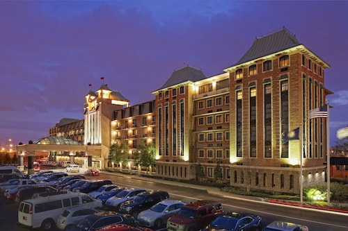 . Crowne Plaza Louisville Airport Expo Center