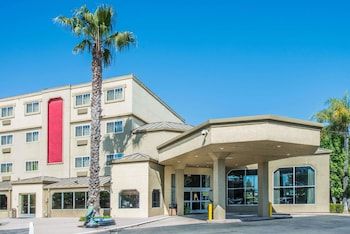 Hotel - Ramada by Wyndham West Sacramento Hotel and Suites