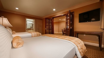 Suite, Multiple Beds, Non Smoking, Jetted Tub (with Sofabed)