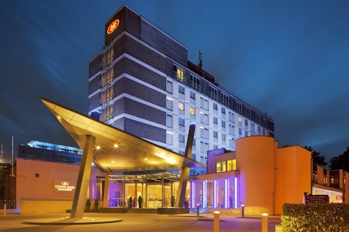 . Crowne Plaza London- Gatwick Airport