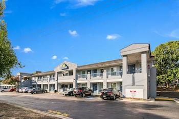 羅里格倫伍德 - 克拉彼特里溫德姆戴斯飯店 Days Inn by Wyndham Raleigh Glenwood-Crabtree