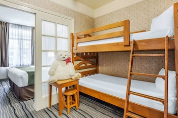 Suite, 1 King Bed and 2 Twin Bunk Beds, Non Smoking