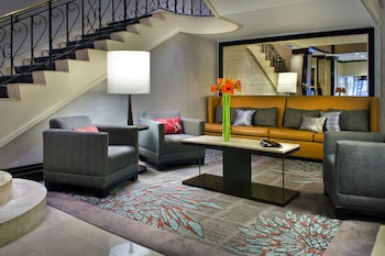Lobby Sitting Area at New York Marriott Downtown in New York