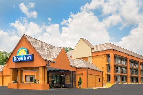 . Days Inn by Wyndham Knoxville East