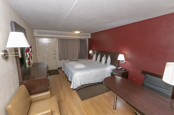 Premium Room, 1 King Bed, Accessible (Upgraded Bedding & Snack, Smoke Free)