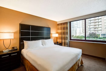 Two Room Suite, 1 King Bed, City View