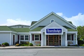 Travelodge by Wyndham Iowa City photo