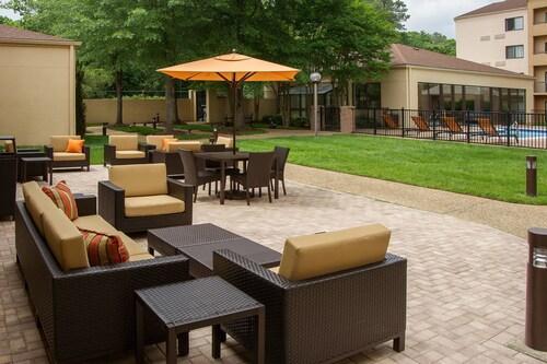 . Courtyard by Marriott Williamsburg Busch Gardens Area
