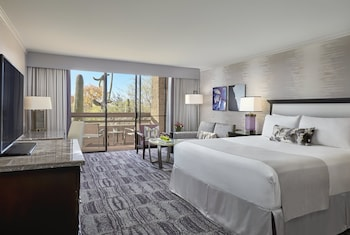 Room, 1 King Bed, Mountain View (Roll-in Shower, Skyline/Mountain View)