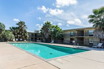 Houston Vacations - Econo Lodge - Property Image 1