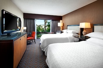 Guestroom at Sheraton Mission Valley San Diego Hotel in San Diego