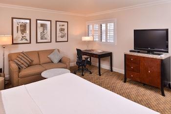 Executive Room, 1 King Bed, Non Smoking, Refrigerator