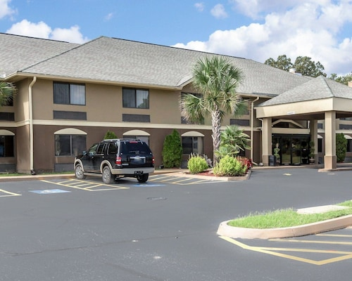 Comfort Inn and Suites Robins AFB, Houston