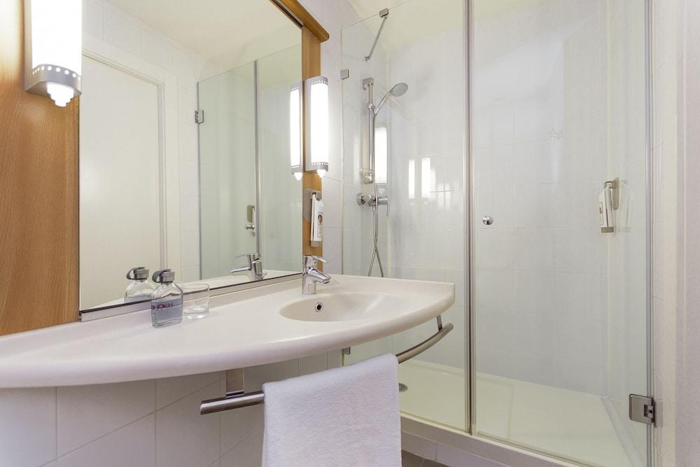 이비스 크레일 쉬르 우아즈(ibis Creil Sur Oise) Hotel Image 11 - Bathroom