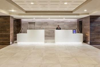 Lobby at Savannah Marriott Riverfront in Savannah