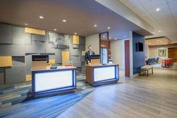 Lobby at Holiday Inn Express & Suites Ft. Washington - Philadelphia in Fort Washington