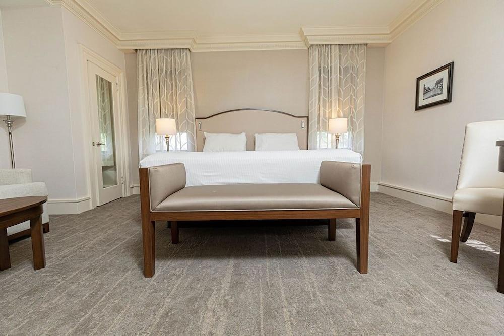 Summit Club Room Junior Suite King Bed