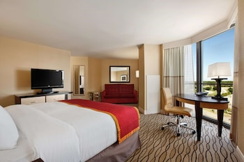 1 King Bed – Deluxe Room - Hearing Accessible