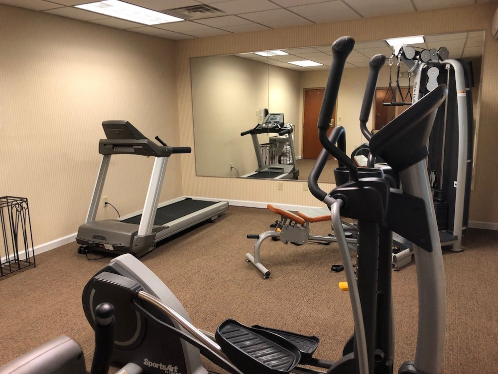 Health and Fitness : Fitness Facility 12 of 76