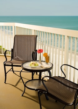 Room, 1 King Bed, Non Smoking, Oceanfront (Balcony)