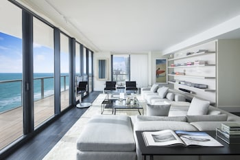 Amplified E-WOW, Three Bedroom Suite, Oceanfront, High floor