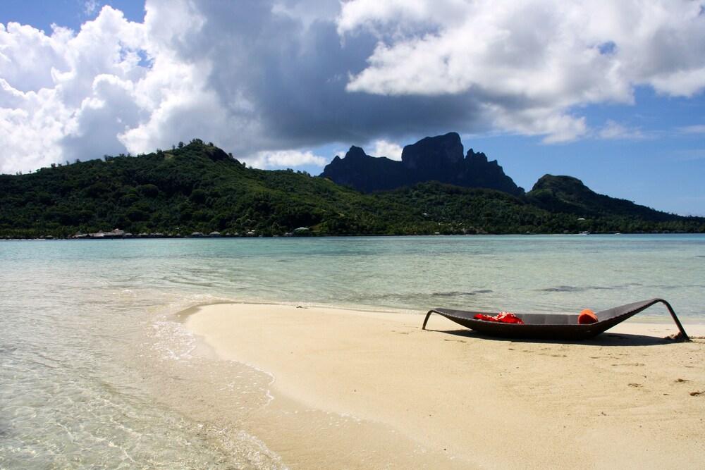 https://i.travelapi.com/hotels/1000000/20000/11900/11894/2ce34946_z.jpg