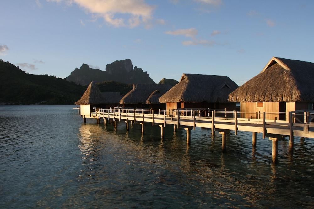 https://i.travelapi.com/hotels/1000000/20000/11900/11894/7a813743_z.jpg