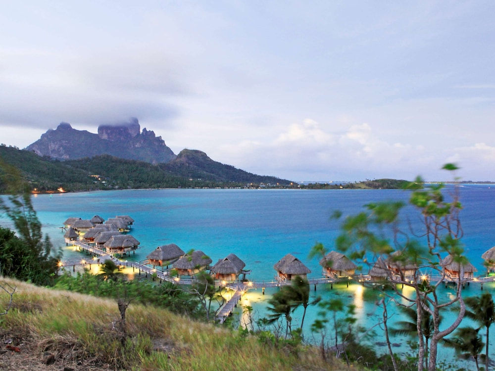 https://i.travelapi.com/hotels/1000000/20000/11900/11894/7f0c2ddd_z.jpg