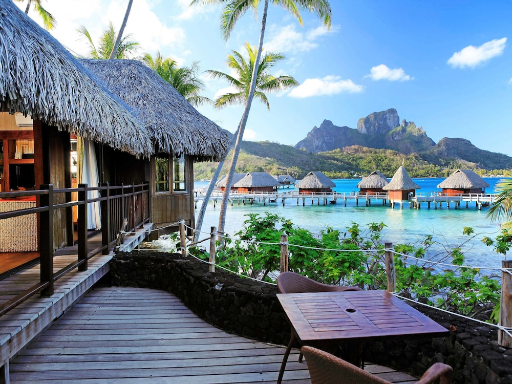 https://i.travelapi.com/hotels/1000000/20000/11900/11894/8f34c59b_z.jpg