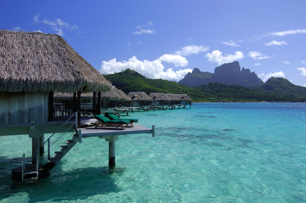 https://i.travelapi.com/hotels/1000000/20000/11900/11894/c29f27a1_z.jpg