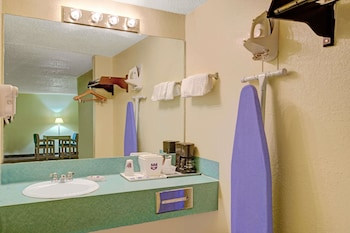 San Antonio Vacations - Knights Inn - San Marcos - Property Image 1