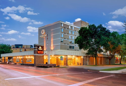 . DoubleTree by Hilton Madison Downtown