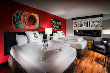 Deluxe Room, 2 Queen Beds (Urban)
