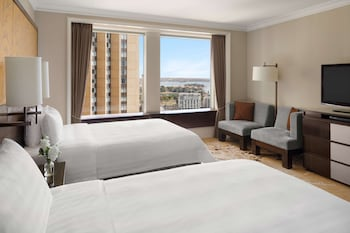 Deluxe Opera House, 2 Twin Beds, City View