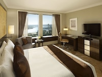 Executive Darling Harbour Room, 1 King Bed (High Floor)