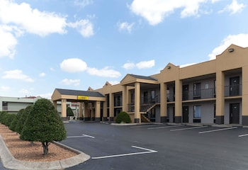 Hotel - Super 8 by Wyndham Clarksville Northeast