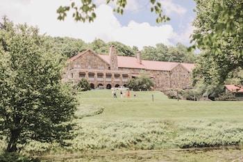 Hotel - Mountain Lake Lodge