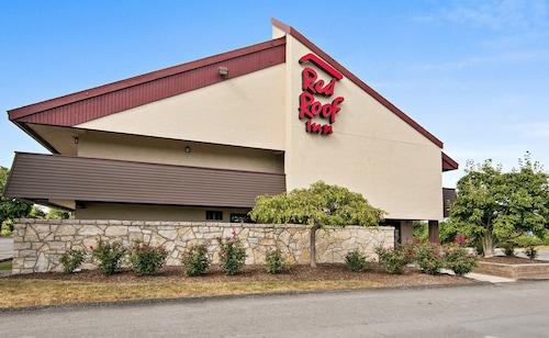 . Red Roof Inn Fairmont
