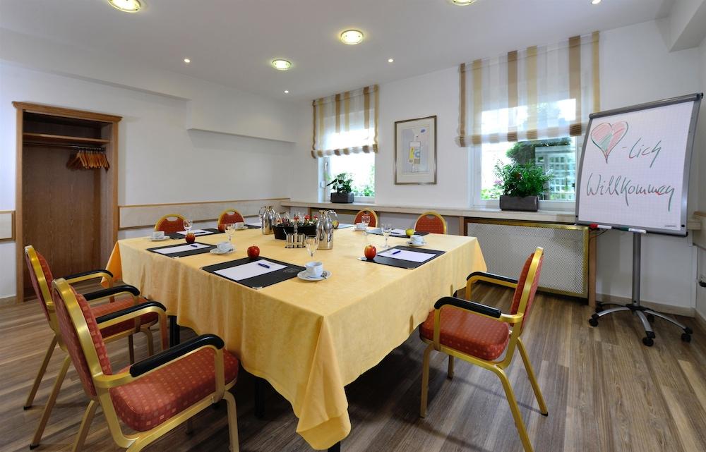 베스트 웨스턴 호텔 데어 포흐렌호프(Best Western Hotel Der Foehrenhof) Hotel Image 48 - Meeting Facility