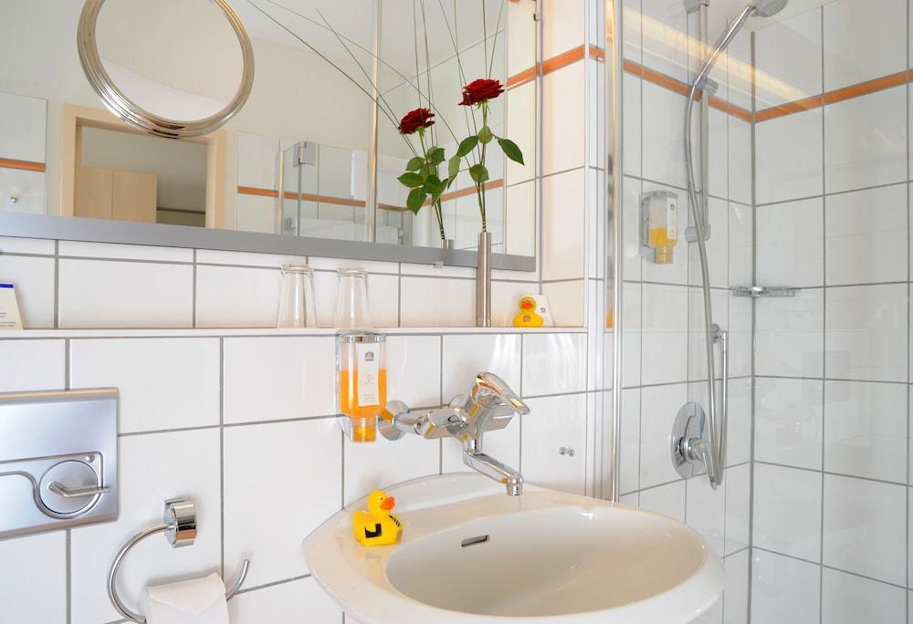 베스트 웨스턴 호텔 데어 포흐렌호프(Best Western Hotel Der Foehrenhof) Hotel Image 17 - Bathroom