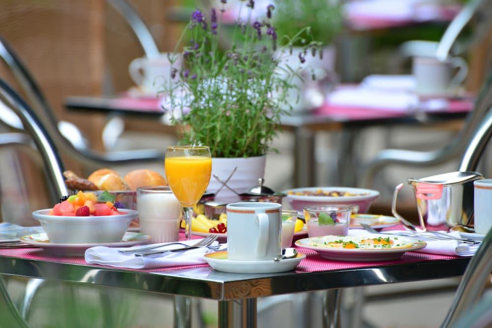 베스트 웨스턴 호텔 데어 포흐렌호프(Best Western Hotel Der Foehrenhof) Hotel Image 35 - Breakfast Meal