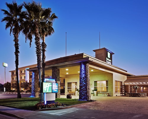 . Holiday Inn Express Hotel & Suites Corning
