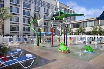 Holiday Inn Hotel Suites Anaheim