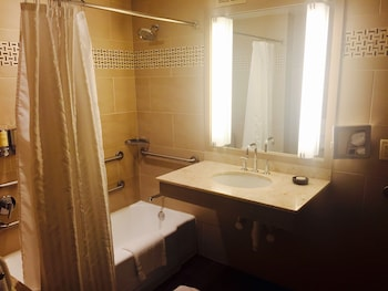 Room, 1 King Bed, Accessible, Bathtub (Cambridge View)