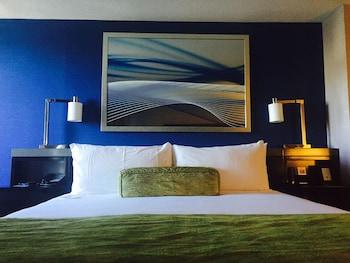 Room, 2 Queen Beds (Essential Traveler Room)